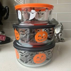 Pyrex Halloween containers